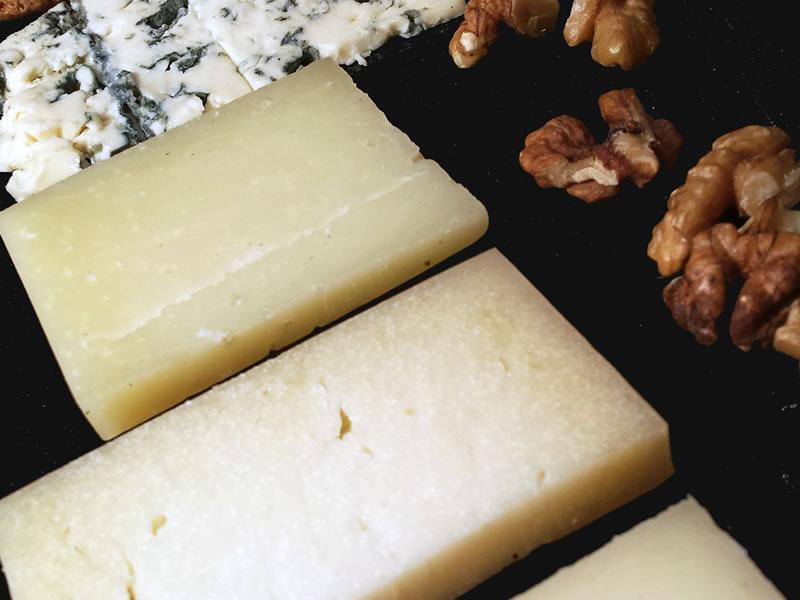 Surtido de quesos de Euskadi con nueces Asador Guetaria Bilbao