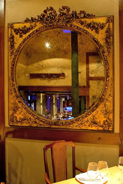 Espejo del comedor del Asador Guetaria de Bilbao